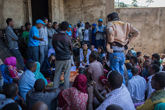 Donors discuss with the community in EDDC IDP camp (UNICEF Ethiopia) Tags: internallydisplacedpeople oromia unicef un humanitarian emergency childrenuprooted