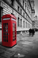 Red Telephone Box - Londra (GiacoGala) Tags: london giacogala giacomo giacogalaphoto galavotti giacogalaphotographer giacomogalavotti box red blackandwhite fotografia fotografo foto fotoweb fotomie canon canonistas canoneos eos80d 80d 18mm