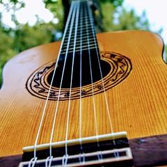 Anglų lietuvių žodynas. Žodis acoustic reiškia 1. a klausos, akustinis; 2. n: lietuviškai.