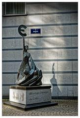 On choisit rarement ses cauchemars (Jean-Marie Lison) Tags: eos80d sigmaart bruxelles ruewiertz statue monument euro