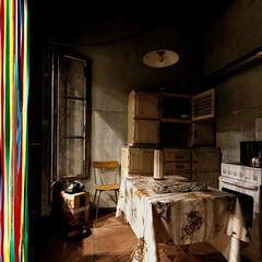 Trois idées de porte III/III : la porte toujours ouverte... (stephane.desire) Tags: porte carré cuisine salle