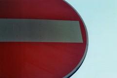 Vivere contromano (]alice[) Tags: film filmphotography canona1 divieto divietodaccesso red rosso rouge rojo contromano pellicola analogue analogica analogphotography cartello cartellostradale sign