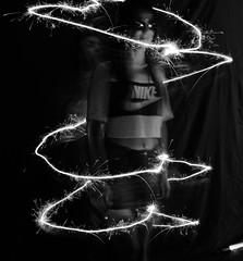 DAV_9000BN Light Painting (David Barrio López) Tags: sofía blancoynegro blackandwhite bw bn modelo model tallerretrato retrato asociacionfotograficaoscense afoto hoyadehuesca planadeuesca huesca altoaragon aragon españa spain nikon d610 nikond610 fullframe nikkor2470mm 2470mm afsnikkor2470mmf28ged davidbarriolópez davidbarrio