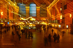 Grand Central Station, New York City (jaland0ni) Tags: grandcentralstation architecture interior building newyorkcity art nightphotography lightstreaking lights lighting travel longexposure nightlight limelight america stations trainstations centro center busy action people journey