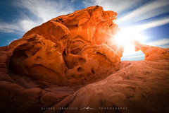 ● arch rock ● valley of fire ● usa ● (Oliver Jerneizig) Tags: oliverjerneizigde wwwoliverjerneizigde oliverjerneizig usa us unitedstates america amerika nationalpark california newmexico washington oregon nevada arizona north wilderness sunset longexposure night citylights landscape landschaft canon 6d canon6d2 6dmark2 valleyoffire archrock sun rays sky