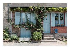 Du bleu... (DavidB1977) Tags: france picardie hautsdefrance gerberoy fujifilm x100f oise fenêtre façade