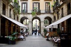 Entrance to Placa Reial (Jetz37) Tags: distagon352zf d850 nikon zeiss espana barcelona spain placa plaza
