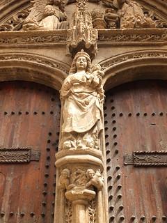 Iglesia de Santa María - Virgen en la portada
