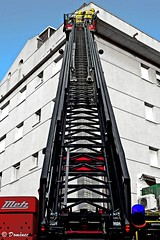 Firefighters on high (Domènec Ventosa) Tags: bomberos camión escalera edificio alturas firefighters truck stairs building heights