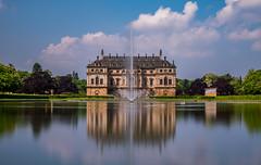 Palais im Großen Garten in Dresden (matthias_oberlausitz) Tags: groser garten palais teich springbrunnen fontaine dresden sachsen saxony park