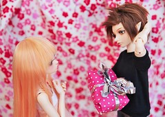 [May of Dolls 20/31] - Excitement ♥ (SunShineRu) Tags: may dolls doll minifee miyu mnf karsh boy bjd ball jointed excitement gift present pink couple love fairyland