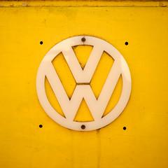 The Yellow Van (Brînzei) Tags: acuarela bucurești fujifilmxt1 fujinonxf35mmf14 cavemanart ornaments round signs squareformat yellow ștefancelmare ★