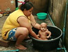 big mama bathing the baby (the foreign photographer - ฝรั่งถ่) Tags: big mama bathing baby rubber tub khlong thanon portraits bangkhen bangkok thailand canon