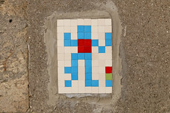 Paris 7ème (PA_402) (Meteorry) Tags: europe france idf îledefrance paris spaceinvader spaceinvaders invader invaderwashere tiles carrelage carreaux mur wall street rue art artderue pixels pa402 reactivated reactivation bonhomme mosaïques quaianatolefrance february 2018 meteorry