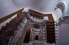 Brownie (Arx Zyanos) Tags: sony a7riii sonya7riii ilce7rm3 voigtländer hyper wide heliar voigtländerhyperwideheliar stairs staircase architecture architektur treppe treppen treppenhaus münchen munich brown brownie depth escher fullframe 10mm
