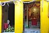 India- Varanasi (venturidonatella) Tags: india varanasi asia street strada streetscene streetlife tempio temple persone people ritratto portrait colori colors giallo yellow nikon nikond300 d300 emozioni emotion