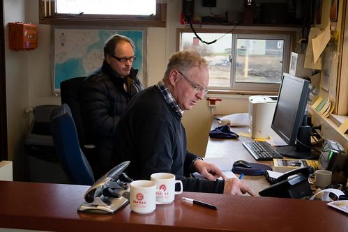 """Kjartan Ólafsson og Jónas Sumarliðason á vigtinni • <a style=""""font-size:0.8em;"""" href=""""http://www.flickr.com/photos/22350928@N02/41870628121/"""" target=""""_blank"""">View on Flickr</a>"""