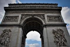 Nubes y el Arco (enrique1959 -) Tags: martesdenubes martes nubes nwn paris francia arco arcodeltriunfo cielo saariysqualitypictures