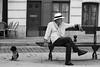 L'attente ( Paris ) Fâchés ? (Cath.S) Tags: personne rue street banc chien noiretblanc bw
