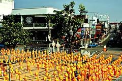 "Loy Kratong (ol'pete) Tags: chiangmai เชียงใหม่ thailand ประเทศไทย เมืองไทย november ""thapaegate"" ประตูท่าแพ loykratong festivan พฤศจิกายน festival celebration buddhist พุทธศาสนิชน มหกรรม งานฉลอง ""canoneos350d"" ""efs1855mm"" earthasia"