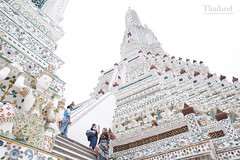 黎明寺 Wat Arun (Ming_Young) Tags: watarun bangkok thailand วัดอรุณ 黎明寺 鄭王廟 曼谷 泰國 southeastasia asia tourist temple buddhism architecture white 2470mm stairs tower april wat thai