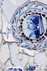 broken dreams.. (leuntje) Tags: delftware inspirationgardens vermeer girlwithpearlearring keukenhof lisse delftsblauw