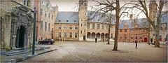 Dans la cour de l'abbaye, Middelbourg, Walcheren, capitale de la province de Zélande, Nederland (claude lina) Tags: claudelina paysbas nederland hollande zélande zeeland middelbourg abbaye abdij architecture