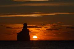 Y cuando tú me acompañas todo se vuelve especial (Mplanells) Tags: sunset benirrás sol sun sonya7ii 70200 polarizador marina colores