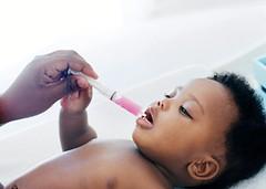 Remédio pra criança é com seringa, mesmo via oral (raisdata) Tags: bigdata medicamentoécomseringa pediatra pediatria prevenirdoenças qualidadedevida rais raisdata redeativadeinformaçãoemsaúde saúde seringa vidasaudável vivermais