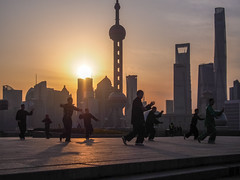 LR Shanghai 2016-411 (hunbille) Tags: birgitteshanghai6lr china shanghai morning bund the thebund tai chi taichi huangpu park huangpupark sunrise dawn river promenade zhongshan road zhongshanroad skyline tower shanghaitower shanghaiworldfinancialcenter world financial center jinmaotower jin mao orientalpearltoweroriental pearl