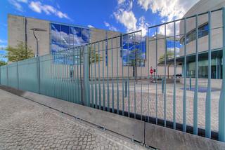 Der Zaun am Bundeskanzleramt - HDR - Detailed