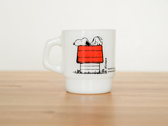 Snoopy Milkglass Mug (.godo) Tags: vintage etsy mug white milkglass snoopy peanuts charliebrown charlesschulz dog doghouse coffeecups firekinganchorhocking 50s 1950s collectible nesting antique midcenturymodern mcm comics homedecor kitchen gift mancave