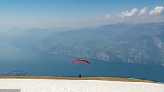 Monte Baldo am Gardasee | Startplatz für Gleitschirmflieger (PanoramaRundblick) Tags: alpin blauerhimmel gardasee gebirge gleitschirmflieger italien lagodigarda lakegarda marcésine montebaldo mountains paragleiter takeoff