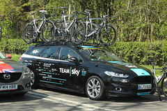 Team Sky (Steve Dawson.) Tags: tourdeyorkshire mens cycle race bikes uci tdy teamcars stage3 richmondtoscarborough randgrange yorkshire england uk canoneos50d canon eos 50d ef28135mmf3556isusm ef28135mm f3556 is usm 5th may 2018
