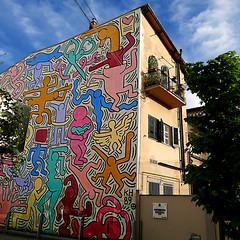 Tuttomondo, Pisa (pom'.) Tags: april 2018 pisa toscana tuscany italia italy europeanunion art murale painting keithharing tuttomondo 1989 panasonicdmctz101 100 200 5000 300
