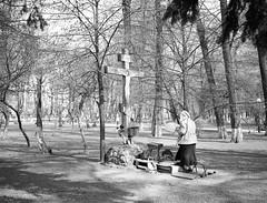 Kiev - I (Manu CV) Tags: mamiya 7 65mm f4 120 film analog mediumformat fujifilm neopan acros faith devotion christianism orthodox crux park streetphoto epson v500 scan rangefinder 6x7