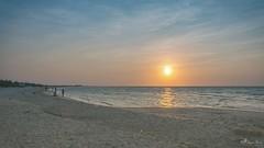 Tardes de playa #PuestaDeSol #Sisal #Yucatán #MisFotografías #MisPaisajes #NikonD5200 #Objetivo18_55 (Dayan Pérez) Tags: puestadesol sisal yucatán misfotografías mispaisajes nikond5200 objetivo1855