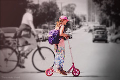 "2 roues... ( P-A) Tags: chaleur mode soleil style trotinette urbaine ville photos simpa© ithinkthisisart ""nikonflickraward"""