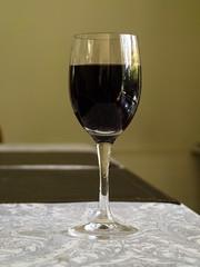 Aperitivo de día Domingo: Carmenere 2016. (Andres Bertens) Tags: 759 olympusem10markii olympusm1442mmf3556ez rawtherapee wine glass