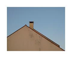 Théorème (hélène chantemerle) Tags: ciel mur toit cheminée triangle géométrie vide sky wall roof chimney emptiness blue bleu