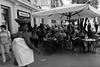 Mirada protectora (ralcains) Tags: spain sevilla seville siviglia andalousia andalucia andalusia andalucía españa calle fotografiadecalle street streetphotography blackwhite bw blancoynegro schwarzweis noiretblanc monochrome monocromo monochromatic monocromatico ngc telemetrica rangefinder 35mm voigtlander skopar leica leicam240 m240 leicam
