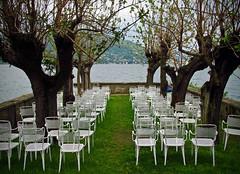 E' qui lo spettacolo... del lago? (frank28883) Tags: lagomaggiore maggiorelake baveno villafedora sedie verbanocusioossola verbano