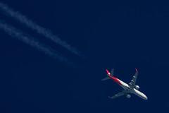 Helvetic Airways Embraer ERJ-190LR HB-JAM (Thames Air) Tags: helvetic airways embraer erj190lr hbjam contrails telescope dobsonian overhead vapour trail