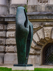 The Figure (Steve Taylor (Photography)) Tags: damebarbarahepworth figureforlandscape tatebritain tate openair grounds outside art abstract sculpture metal bronze uk gb england greatbritain unitedkingdom london shape texture artgallery spooky ghostly
