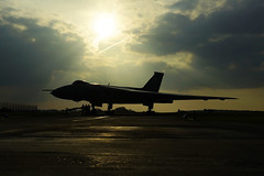 The Tin Triangle (gooey_lewy) Tags: vulcan twilight delta rolls royce olympus bomber v force xl426 southend airport restoration trust phone grab tle timeline time line events charter shoot plane aircraft jet royal air nuclear deterrent sun set crew silhouette sky orange sunset raf airforce