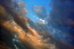 Et quand vient le soir... (Ciceruacchio) Tags: clouds nuages nuvole sky ciel cielo jacquesbrel light evening soir sera lumière luce blue blu bleu red rouge rosso black noir nero rome roma nikon groupenuagesetciel