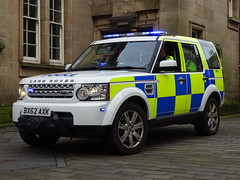 West Midlands Police Land Rover Discovery BX62 AXK (HP66), Walsall Town Centre. (Vinnyman1) Tags: west midlands police ctuf 134 counter terroism unit funded bx62 axk hp66 hire pool 66 fspl fleet services park lane land rover discovery bronze command operations wmp rpu roads policing road crime walsall birmingham emergency service rescue 999 train station town centre edl english defence league far right demo demonstration