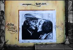 Scaf (Chrixcel) Tags: love kiss baiser amour graff graffiti tag streetart peinture pochoir painting bisou bise embrasser elderlylove personnesâgées vieux bordeaux