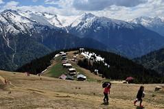 A woman , a man and a suitcase.. (aycasan) Tags: aycasan plateau nature doğa pokutyaylası pokutplateau rize mountain dağ kar snow woman man suitcase