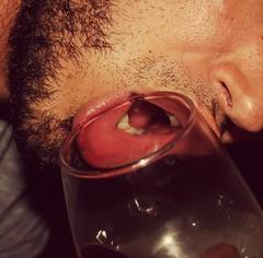 Sediento (raulvalencia30) Tags: copa labios dientes vino closeup